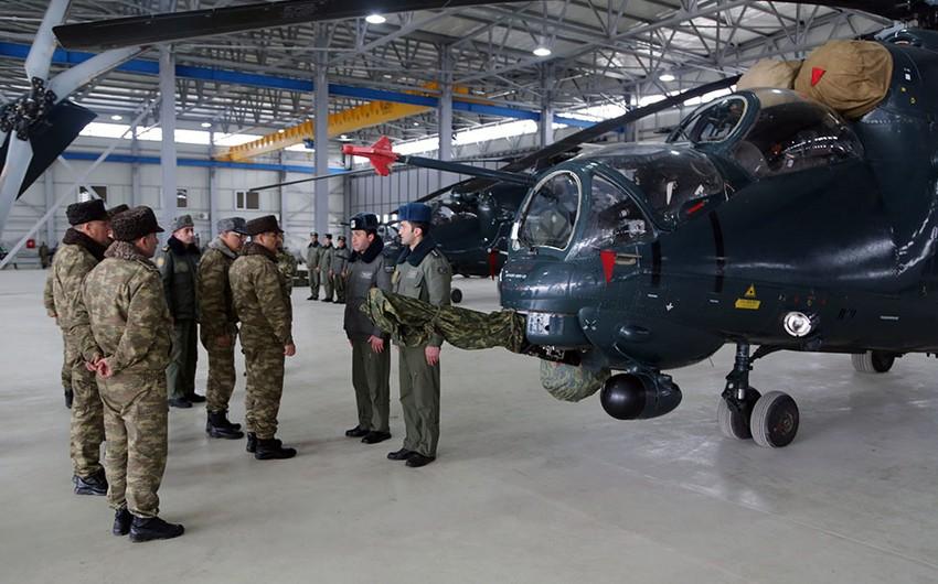Müdafiə naziri cəbhə bölgəsində bazalaşdırılan yeni helikopter hərbi hissəsində olub - VİDEO