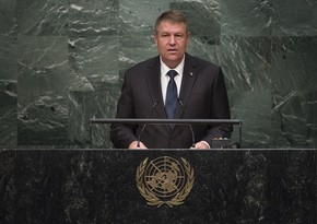 Президент Румынии поздравил Ильхама Алиева