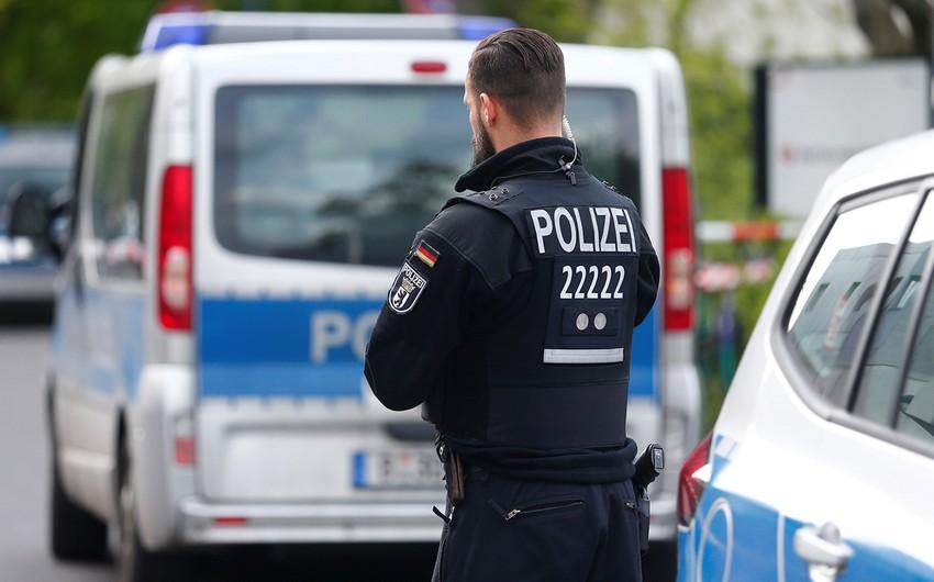 Berlində radikallarla toqquşmalarda onlarla polis yaralanıb