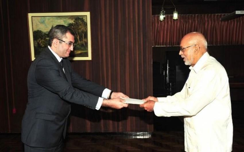 Azeri Ambassador presents his credentials to the President of Guyana