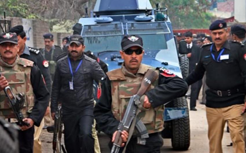 Pakistanda iki naməlum şəxs məktəbə daxil olaraq atəş açıb, yaralananlar var