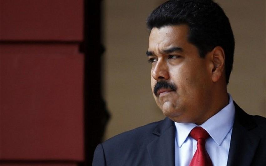 Maduro Venesuelanın işlərinə qarışmamaqla bağlı Trampa ünvanlanan məktubu imzalayıb