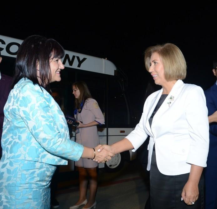 Председатель Народного Собрания Болгарии прибыла с визитом в Азербайджан