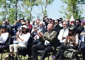 """İlham Əliyev və Mehriban Əliyeva Şuşada """"Xarıbülbül"""" festivalının açılışında iştirak ediblər - YENİLƏNİB-2"""