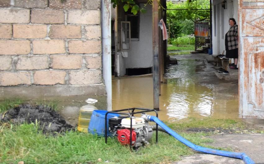 Marneulidə şiddətli yağışların vurduğu ziyan aradan qaldırılır