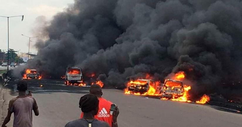Nigeriyada güclü partlayışda onlarla insan ölüb