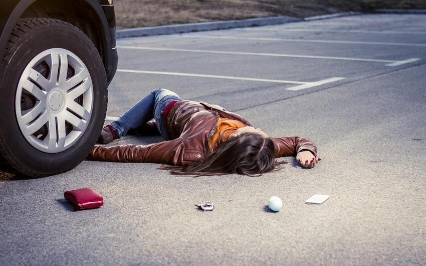 Avtomobilin vurduğu qadın xəstəxanada ölüb