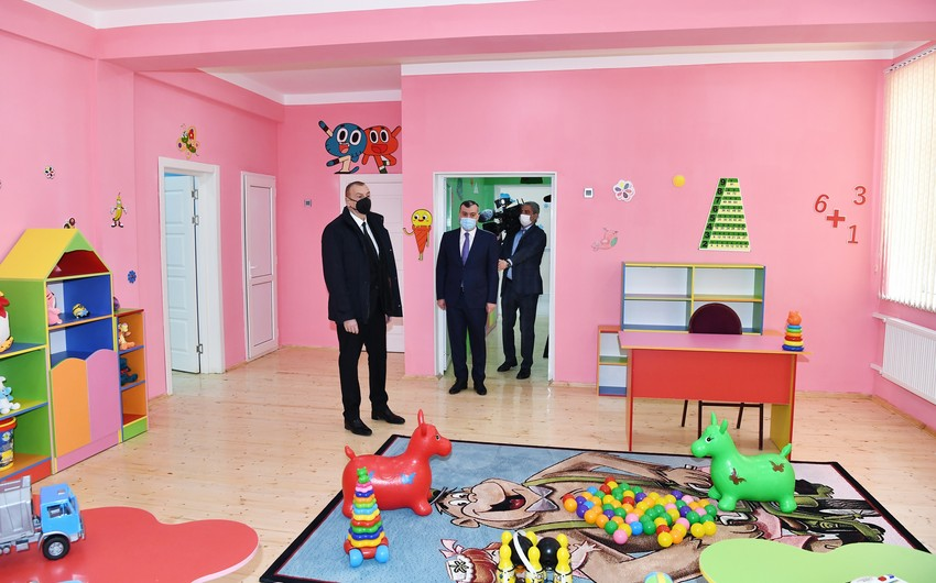 President Ilham Aliyev attends ceremony to present apartments to families of martyrs and war disabled