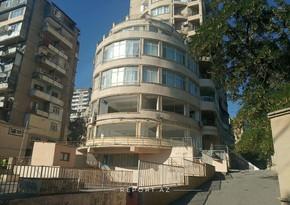 Ramiz Mehdiyev və Əli Həsənovun Qurban Məmmədova bağışladığı bina sökülür