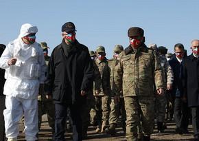 Министры обороны Азербайджана и Турции понаблюдали за учениямив Карсе