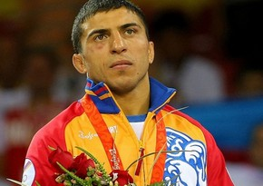 Armenian wrestling champion detained outside parliament