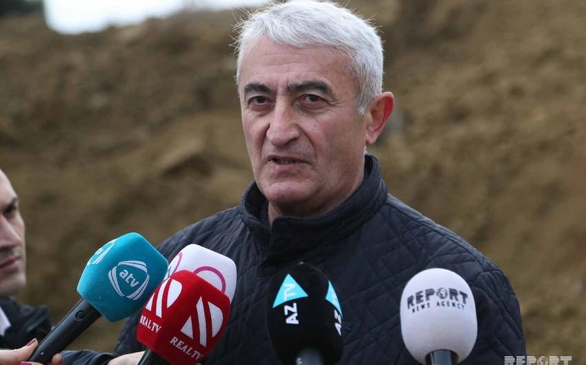 """Əziz Qaralov: Hazırda Badamdarda asılı qalmış torpaq qatında xırda uçqunlar baş verir"""""""