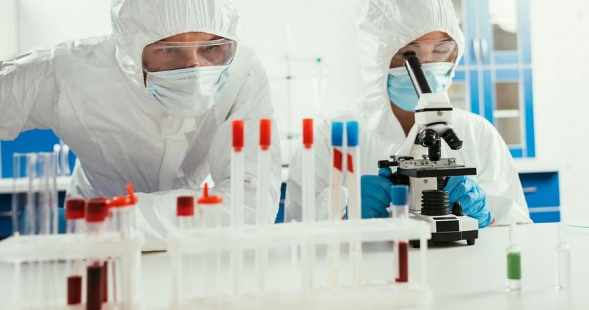 Ученый рассказал, сколько придется бороться с коронавирусом