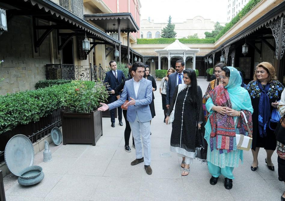 Pakistani PM's spouse visits Azerilma LLC carpet gallery