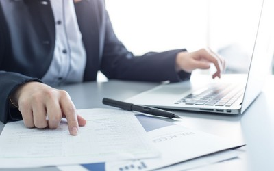 Why is it difficult for business in Azerbaijan to get a loan?