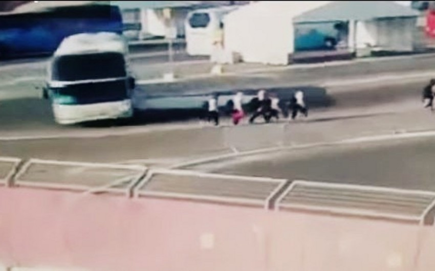 Prokuror Avstriya atletlərini avtobusla vurma hadisəsinə görə tutulanlara cəza istəyib