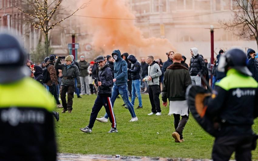 Более 100 человек задержали на акции протеста в Амстердаме