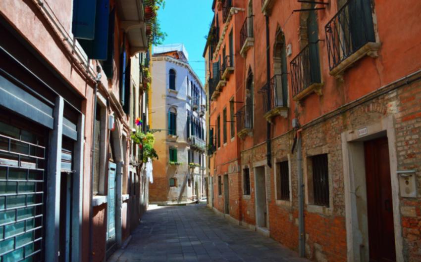 İtaliyada 2 avroya evlər satılır