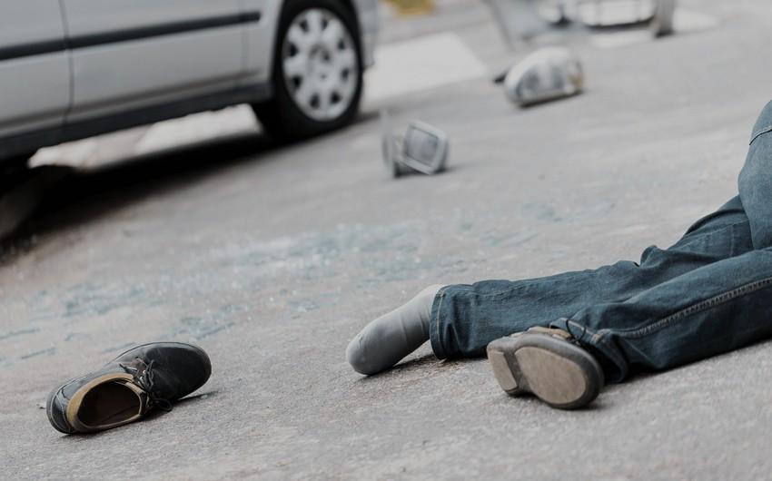 Gəncədə avtomobil piyadanı vurdu