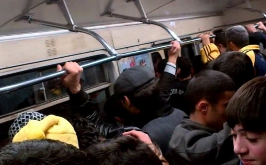 Bakı metrosunda sərnişin polisi döyüb - ƏLAVƏ OLUNUB