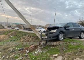 В Баку автомобиль врезался в столб