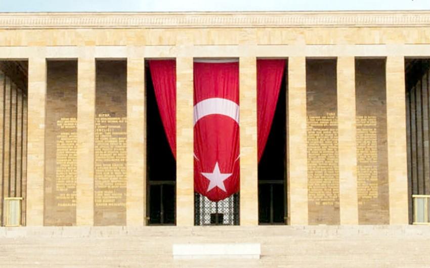 Azərbaycan Ordusunun Baş Qərargah rəisi Anıtqəbiri ziyarət edib