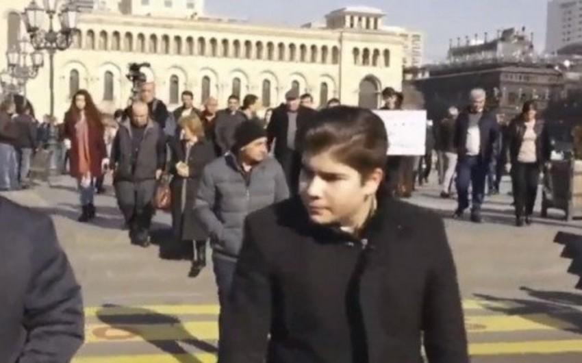 Ermənistanda sahibkarlar hökumət binasının qarşısında etiraz aksiyası keçiriblər - YENİLƏNİB