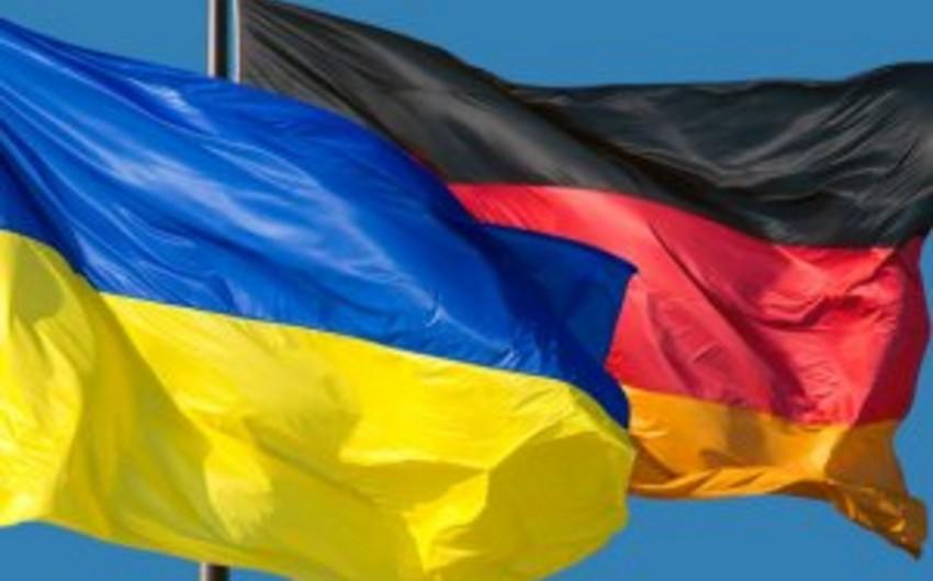 Главы МИД Германии и Украины обсудят в Берлине ход реализации минских соглашений