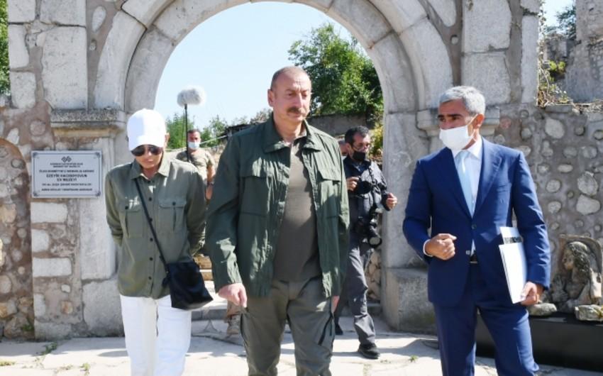 Azərbaycan Prezidenti Üzeyir Hacıbəylinin Şuşadakı ev-muzeyində aparılacaq işlərlə tanış olub