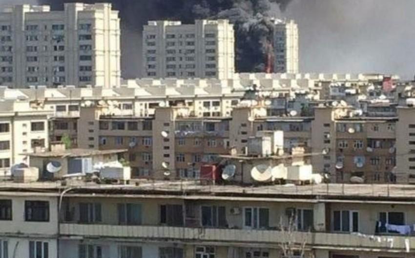На место пожара в многоэтажном здании прибыли Закир Гаралов, Рамиль Усубов и заместители министров - ОБНОВЛЕНО