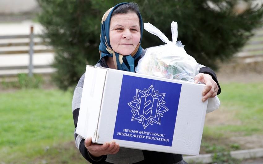 Heydər Əliyev Fondu aztəminatlı ailələrə Novruz sovqatları paylayır