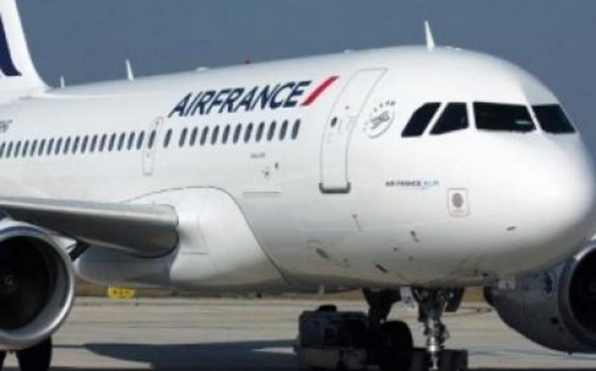 Air Francea məxsus təyyarə Parisdə qəza enişi edib