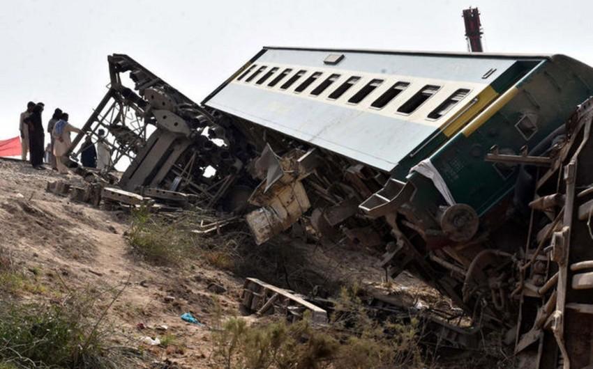Pakistanda qatarların toqquşması zamanı ölən və xəsarət alanların sayı artıb