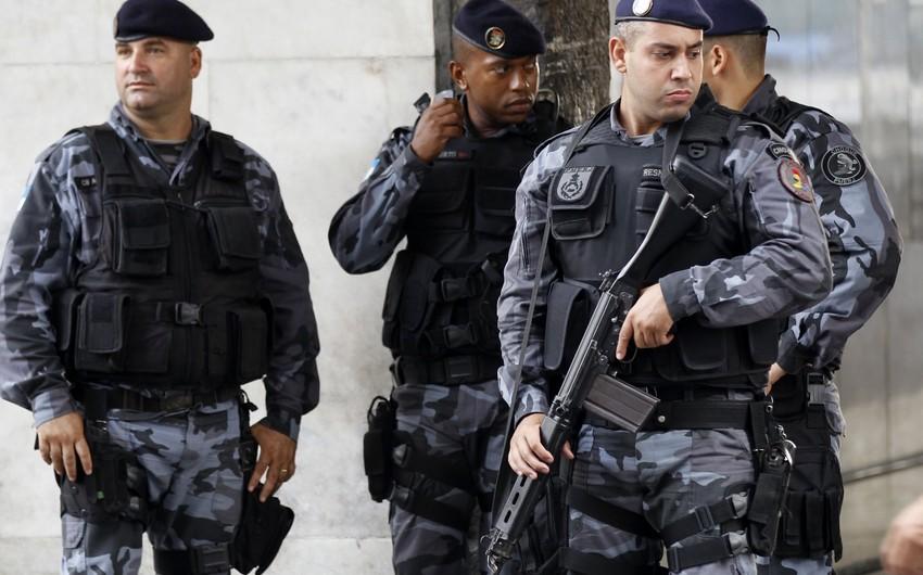 Резиденция президента Бразилии оцеплена полицией после попытки вторжения