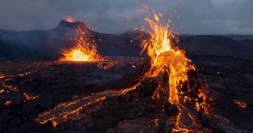 İslandiyada ərazisində oyanmış vulkan olan torpaq sahəsi satışa çıxarılıb