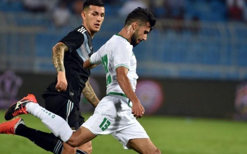 Argentina ilə oyunda anasının ölüm xəbərini alan iraqlı futbolçu əvəzlənib - VİDEO