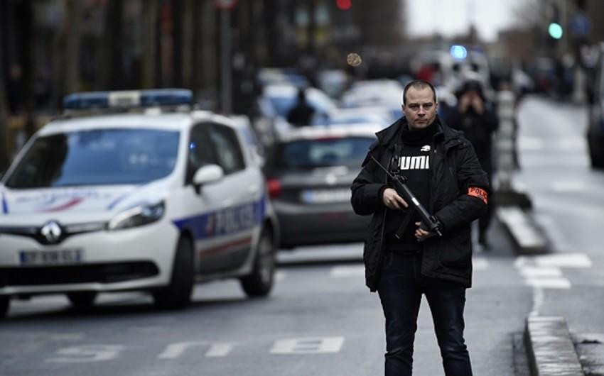 Polis sarı jiletlilərin aksiyası ilə əlaqədar Parisin mərkəzinə zirehli texnika cəlb edib