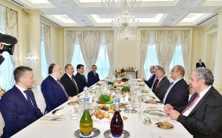Prezident İlham Əliyev İordaniya Kralı ilə işçi nahar edib