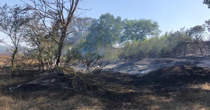 К тушению пожара в поселке Набрань привлечен вертолет МЧС