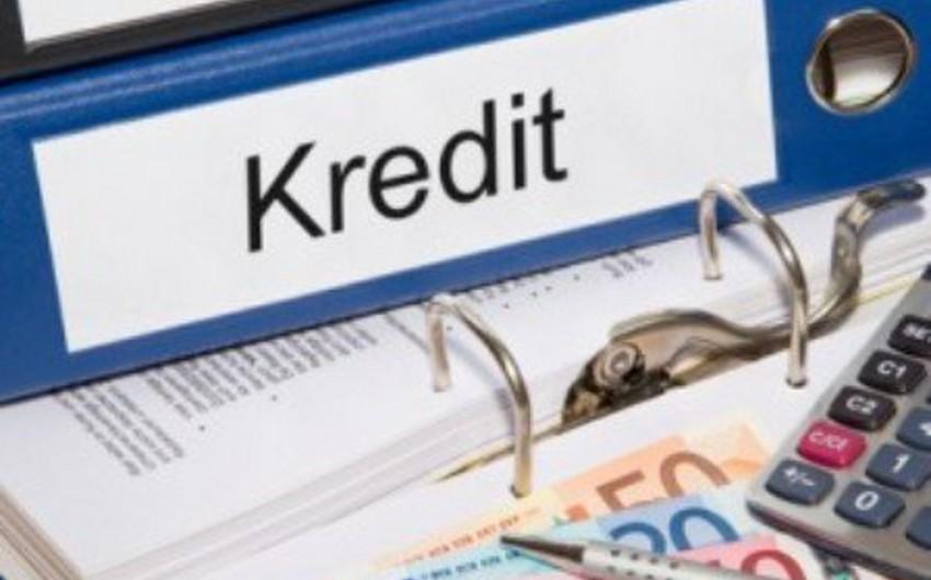 Azərbaycanda kreditlər üzrə orta faiz aşağı düşüb