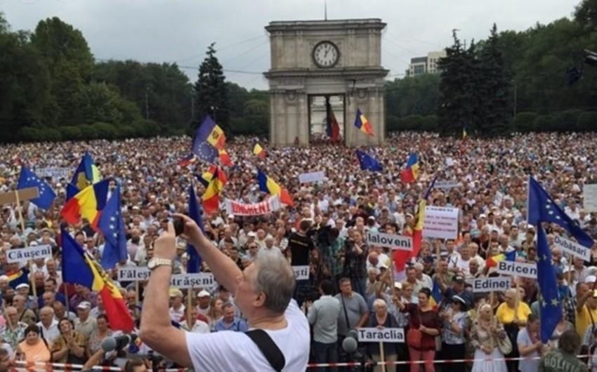Moldovada yüz mindən çox insan hökumətə qarşı mitinqə çıxıb - VİDEO