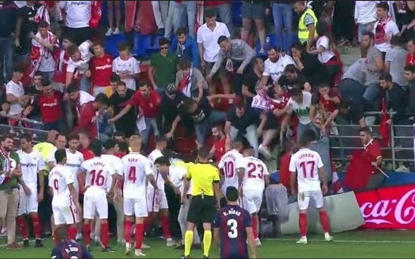 İspaniyada futbol matçı zamanı stadion uçub, xəsarət alanlar var - FOTO