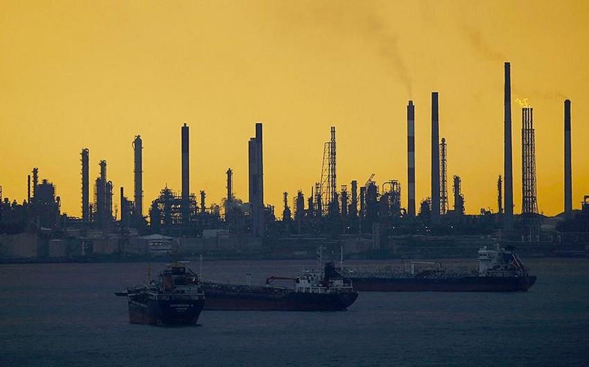 Sinqapurda neft məhsulları oğurluğuna görə 17 nəfər tutulub