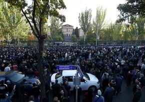 В Армении оппозиция на митинге потребовала отставки премьера