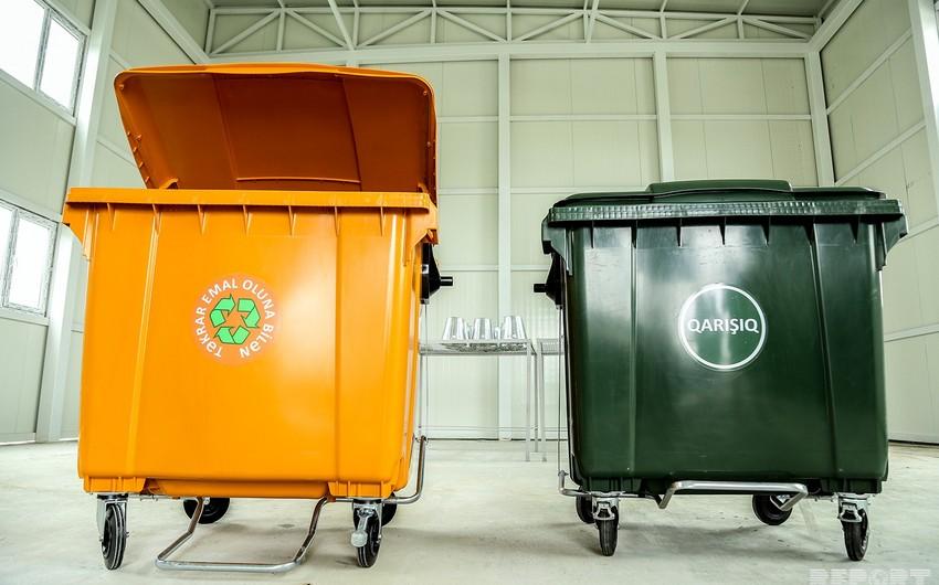 Обнародована стоимость привезенных в Баку мусорных баков - ФОТО