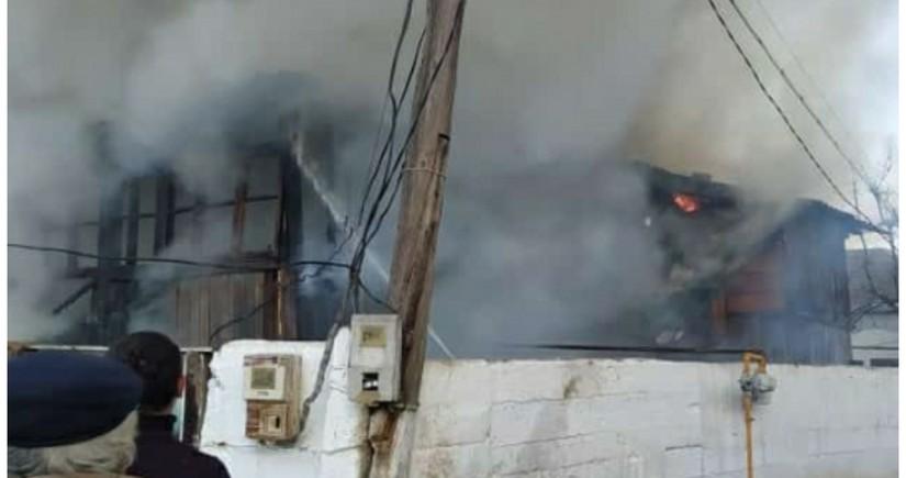 Şabranda ev yanıb, iki uşaq xəstəxanaya yerləşdirilib