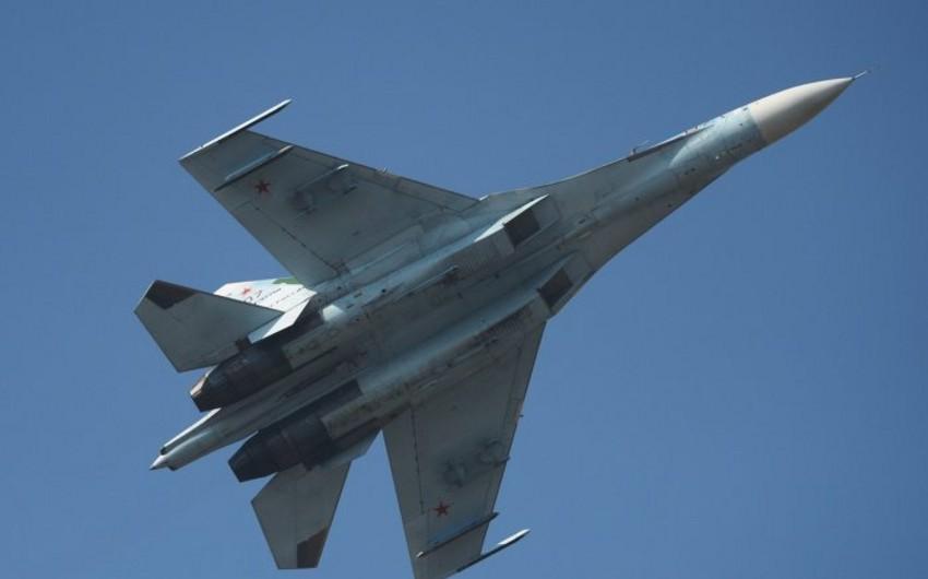 Rusiyanın Su-27 qırıcısı ABŞ-a məxsus bombardmançı təyyarəni sərhəddə müşayiət edib