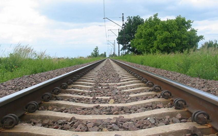 Ucarda dəmir yolu stansiyasında rels altlıqları və bolt-qayka oğurlanıb
