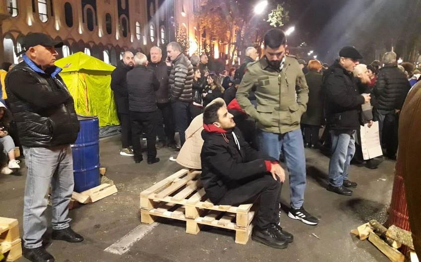 Tbilisidə etiraz aksiyası bərpa olunub - FOTO - YENİLƏNİR