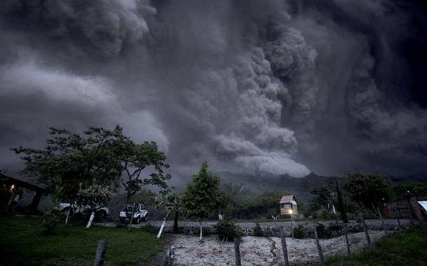 Meksikada vulkan səbəbindən yüzlərlə insan təxliyə edilib - VİDEO
